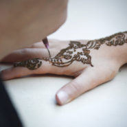 Réactions d'hypersensibilité et tatouage au henné noir: aspects cliniques et immunologiques